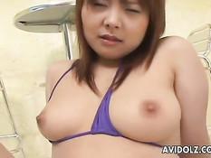 Азиатская милашка испытывает оргазм от воздействия вибраторов