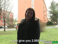 Славянские девушки за деньги согласились показать сиськи и попу