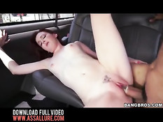 Парень в презервативе трахает в фургоне рыжую тёлку Emma Evins
