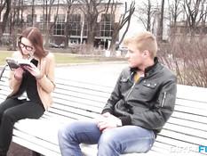 Он снял на улице студентку в очках и оттрахал в киску у себя дома