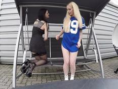 Девки Alissa Noir и Lucy Cat на улице трахаются раком с мужчиной
