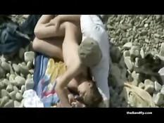 Эти семейные пары во время отпуска занимаются сексом на пляже