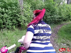 Немецкая тёлка Taylor Burton любит заниматься сексом на природе