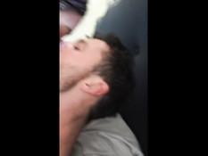 Парень трахает свою подругу Riley Reid и снимает домашнее порно