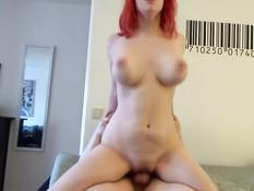 Паренёк ебёт горячую сиськастую девчонку с красными волосами