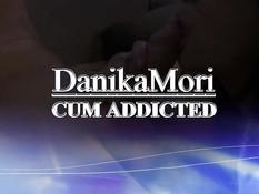 Девушка в очках Danika Mori делает парню минет и облизывает хуй