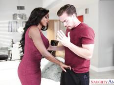 Роскошная темнокожая женщина Diamond Jackson ебётся с парнем