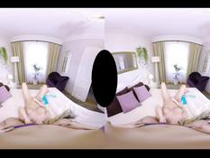 Сиськастая блондинка Barbie Sins ласкает свою подругу Selvaggia