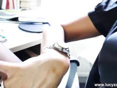 Светловолосая милфа Lucy Zara показывает своё сексуальное тело