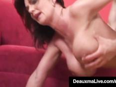 Горячая мамочка с большими сиськами Deauxma трахается с парнем