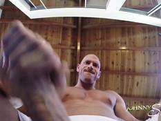 Лысый гей дрочит возбуждённый пенис после занятий гимнастикой