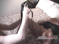Шатенка лесбиянка на кровати трахает страпоном зрелую блондинку