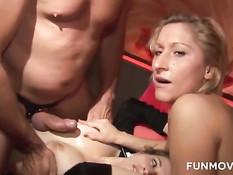 Две опытные свинг пары практикуют жёсткий секс в разных позах