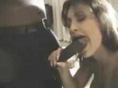Титькастая порно актриса Lisa Ann трахается с темнокожим парнем