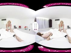 Блондинка Cherry Kiss дрочит парню пенис в ролике для 3D очков
