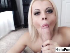Блондинка Nadia White сосёт, закуривает сигарету и глотает сперму