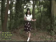 Привезли японскую девчонку в деревню и оттрахали всей компанией