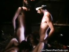 Девки занимались лесби сексом на сеновале и ебались с парнями
