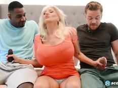 Пожилую блондинку Sally D\'Angelo смогли удовлетворить два парня