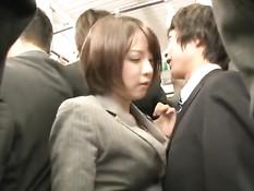Поездка в токийском метро заканчивается для многих девушек сексом
