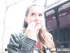 Европейская девка Cindy Loarn ебётся с парнем в стеклянной кабине