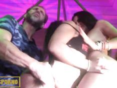 Девушки выходят на подиум и занимаются сексом с порно актёрами