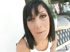 Эти молодые девчонки занимаются сексом с брутальными мужиками