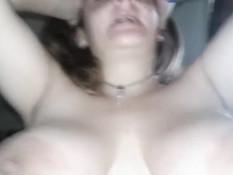 Девка с большой грудью отсосала и села на член волосатой пиздой