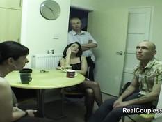 Двум английским семейным парам понравилась свинг пати в гостях