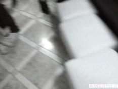 В небольшом помещении проходила чешская секс оргия свингеров