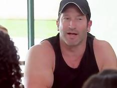 Участницы шоу свингеров на канале Playboy TV соблазняют мужчин