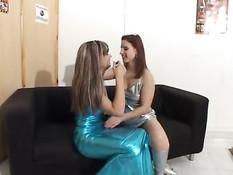 Португальская девка с волосатой пиздой снялась в домашнем порно