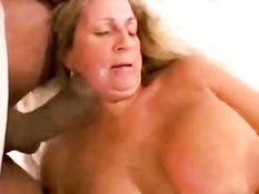 На свинг пати смуглые ребята отодрали знойную сисястую женщину