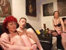 Свингеры из Германии занимаются любовью на большой секс пати
