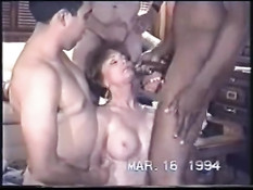 Ненасытная  жена отсасывает и дрочит члены сразу трём мужчинам