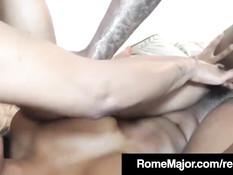 Татуированный чёрный мужик ебёт мулаток Imani Rose и Angel Star