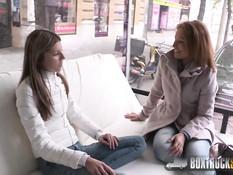 Молодая лесбиянка сняла и отымела зрелую женщину Szilvia Lauren