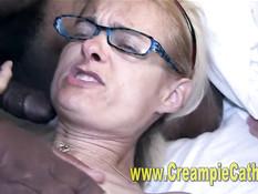 Блондинки в очках ебутся с мужиками на секс вечеринке свингеров