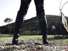 Блондинка ковбой притащила девушку к шерифу и занялась сексом