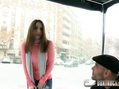 Молодая испанка занимается сексом на улице в европейском городе