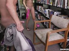 Бойфренд отъебал в библиотеке молодую проказницу Joseline Kelly