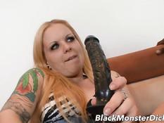 Блондиночка с пирсингом Kendra Kaine сквиртует во время секса