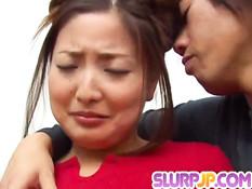 Парень поцеловал милую японочку и оттрахал в разных позах на матрасе
