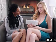 Сисястую блондинку Kendra Sunderland ебёт в киску чёрный друг
