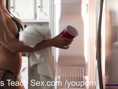 Эти девушки с аппетитными задницами согласны на анальный секс