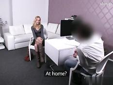 Красивую славянскую блондинку отпердолили в анус на кастинге