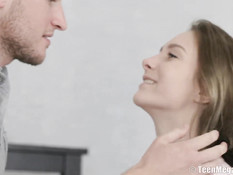 Красивая русская подруга оторвала от ноутбука и занялась сексом