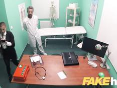 Развратный доктор отымел в кабинете юную пациентку с хвостиком
