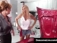 Лесбийский секс в гараже сисястых женщин Brooke Tyler и Deauxma