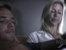 Блондинка с большой грудью Alexis Fawx затрахала молодого парня